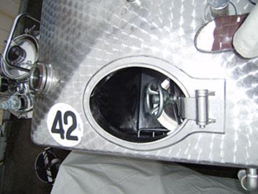 角型密閉式ステンレスタンク 002-photo