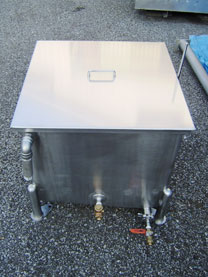 65Lステンレスタンクと1斗缶4缶入り溶解槽 001-photo