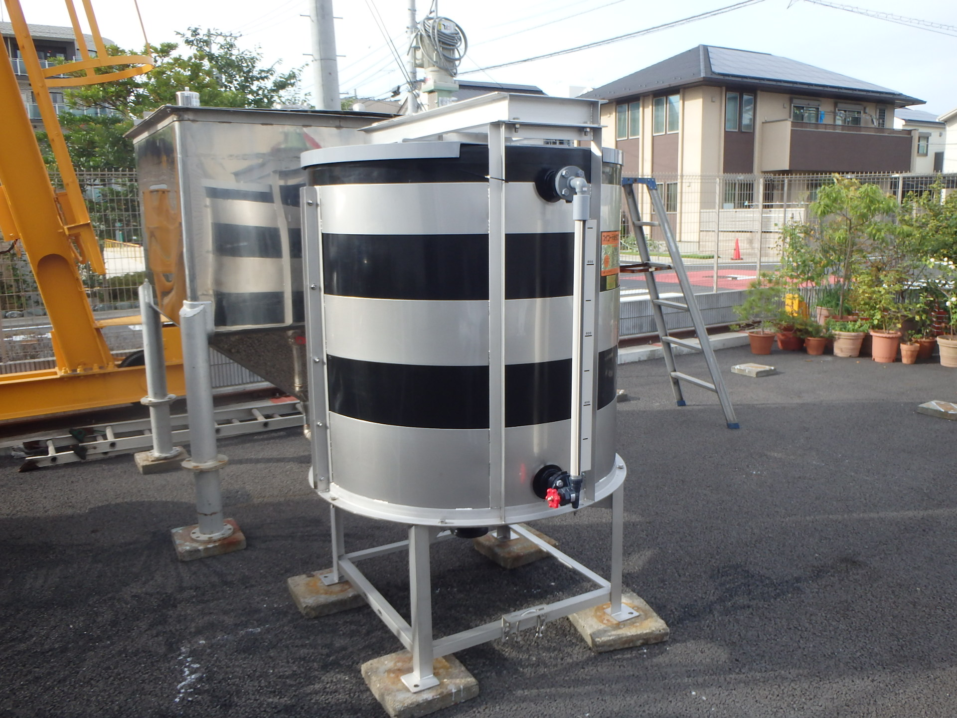 スイコー製 1,000L撹拌機付きポリタンク 001-photo